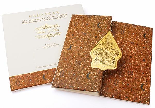 Contoh undangan pernikahan jawa warna coklat
