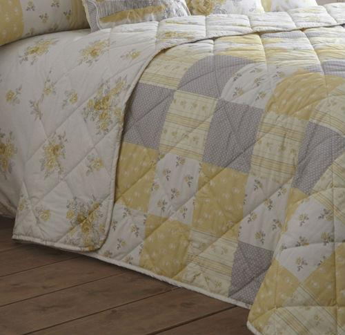 Sprei atau bed cover