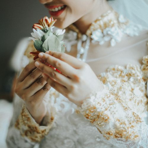 eva bun gaun busana pernikahan