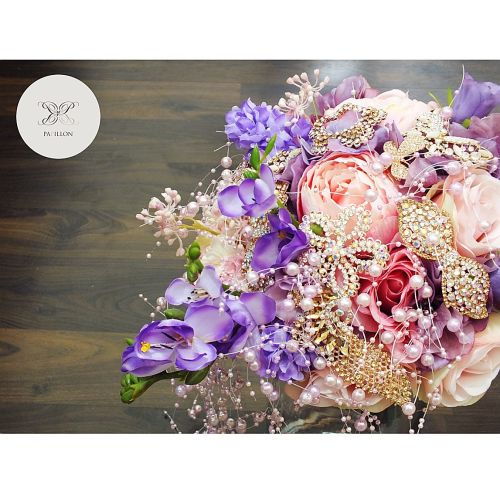 papillon bouquet bunga pernikahan